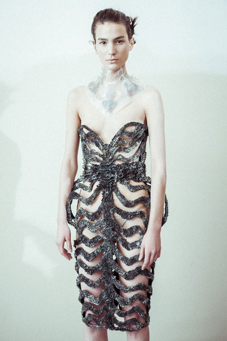 dezeen_Magnetic-grown-dresses-by-Iris-van-Herpen-and-Jolan-van-der-Wiel_6